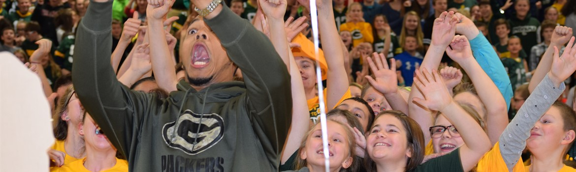 Brett Hundley takes a selfie at KMS.
